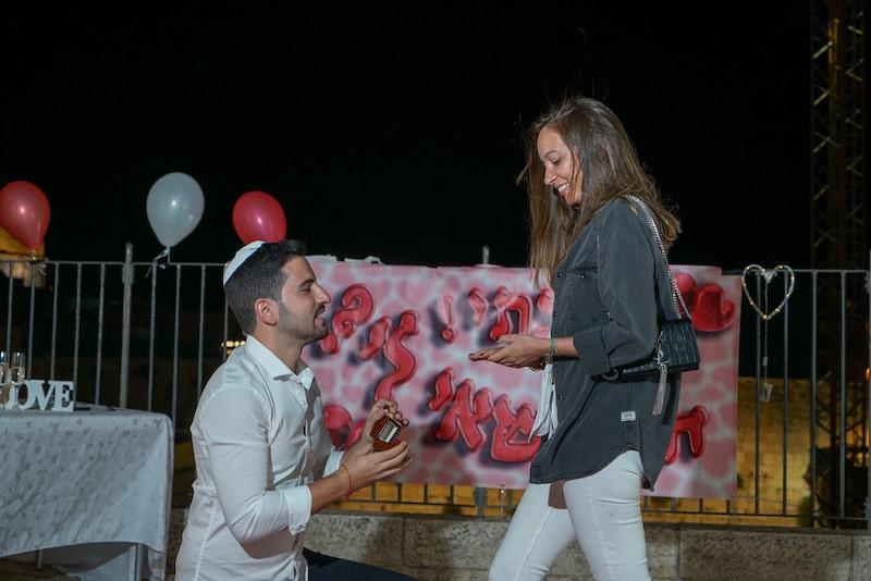 תמונה הצעת נישואין בכותל