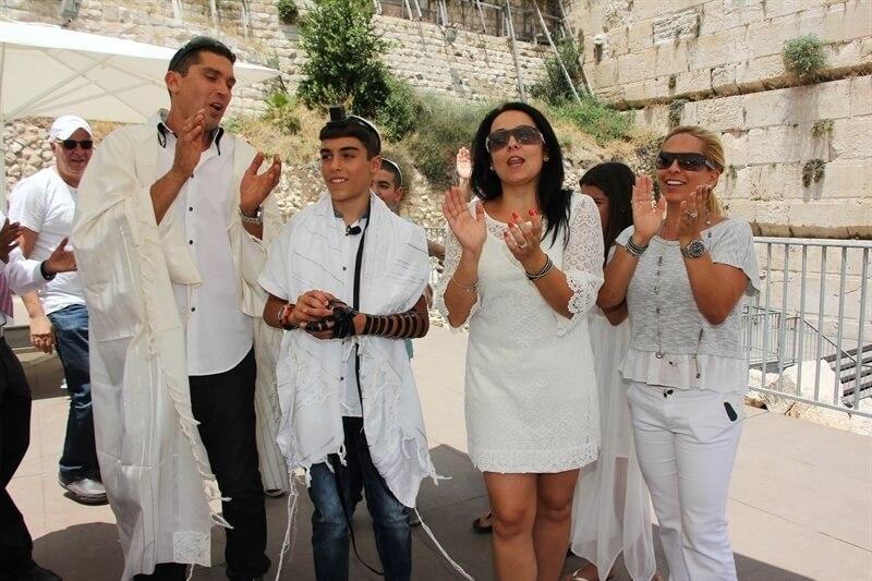 בר מצווה בעזרת ישראל