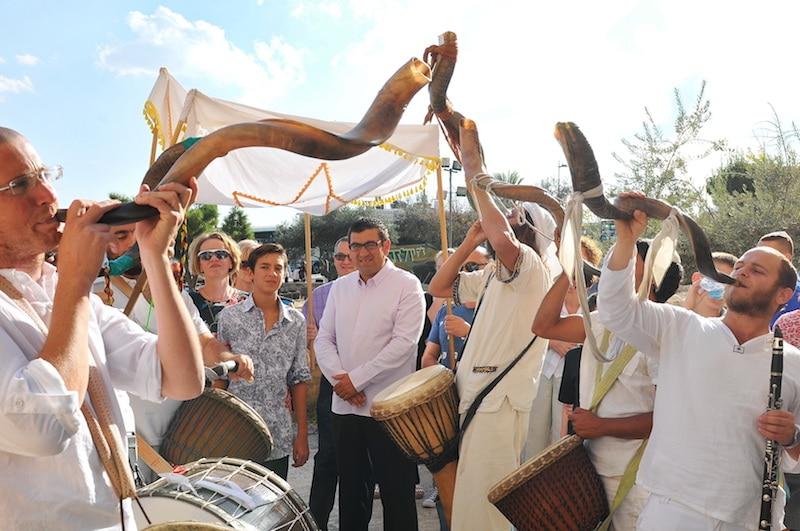 תמונות תופים ושופרות כינור דוד