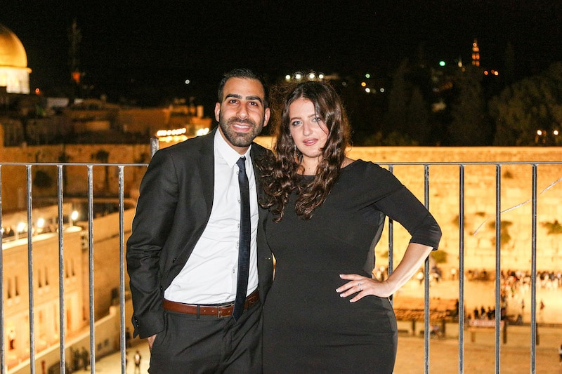 תמונה אירוסים בכותל